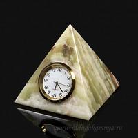 Часы из оникса пирамида3 (8*8см) 500гр. Артикул:1212203