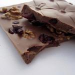 Шоколад «Экстра» молочный шоколад с клюквой и кедровым орехом