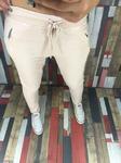 Стильные брюки с широкой резинкой и шнуровкой.
