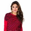 Красный полосатый свитерок со смещением к одному плечу