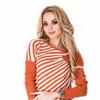 Оранжевый полосатый свитерок со смещением к одному плечу