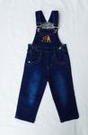 Джинсовый комбинезон для мальчика с карманами и вышивкой.