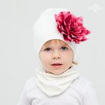 Демисезонная двухслойная шапка с цветком