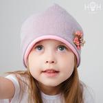 Взрослая утепленная демисезонная шапка с брошкой-цветком