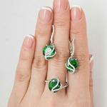 Серебряное кольцо с фианитом цвета изумруд 138
