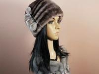 "Меховая шапка ""Шарик-2"" мех мутон, цвет капучино. Подробнее: https://xn-----7kcgobxpmiohaje2czb8cyc.xn--p1ai/p360992532-mehovaya-shapka-sharik.html"