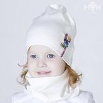 Взрослая демисезонная шапка с брошью тукан