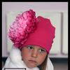 Малиновая шапочка с пионом Сантьяго