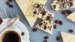 Белый шоколад с кофейными зернами и какао-бобами