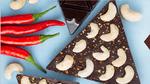 Горький шоколад с кешью, солью и перцем Чили