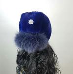 "Меховая шапка ""Буратинка"" цвет индиго, мех кролик рекс. Подробнее: https://xn-----7kcgobxpmiohaje2czb8cyc.xn--p1ai/p326154800-mehovaya-shapka-buratinka.html"