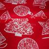 Ткань бельевая п/лен Подарок красный фон, ширина 150см