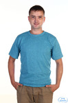 Однотонная синяя футболка буква