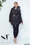 Самым удобным и практичным видом одежды в осенне-зимний период года является теплое пальто с капюшоном