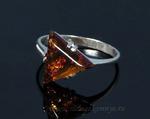Кольцо С925 с янтарем треугольник 12*12мм коньячный размер 17, 1,79гр Артикул:сб2010163-17