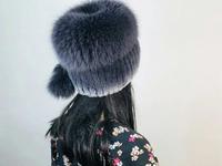 """Меховая шапка """"Барбара с помпоном"""" цвет металл, мех кролик рекс Подробнее: https://xn-----7kcgobxpmiohaje2czb8cyc.xn--p1ai/p366628144-mehovaya-shapka-barbara.html"""