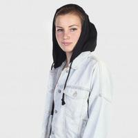 Женская джинсовая куртка Tillys. Съемный капюшон, карманы, резинка на талии №2079