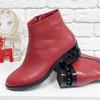 Классические кожаные ботинки в стиле Chanel ярко-красного цвета, на невысоком каблуке со вставками черных глянцевых жемчужин, Б-1833-06