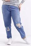 Голубые джинсы с порванными коленками