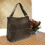 Вместительная сумка Inter_Suare формата А4 из натуральной кожи цвета тёмного серебра.