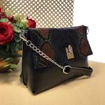 Женская сумочка Ganza с ремнем через плечо из натуральной кожи чёрного цвета.