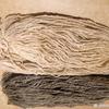 Пряжа шерстяная овечья, скручена в 2 нити метраж примерно 200/100, КОРИЧНЕВАЯ, нестиранная, ручного прядения цена 80 руб за 100 гр