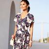 Модное платье с запахом и принтом