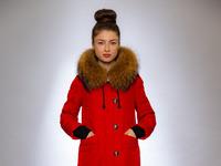 Женская куртка зимняя 19-208 красный натуральный мех