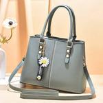 BG-2061-(593)  Новая модель 2021 г.  Красивая, стильная сумка с милыми аксессуарами. Удобная и вместительная .