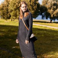 Платье тонкой вязки из теплой пряжи с ангорой  Цвет: темно-серый  Артикул: D32.074